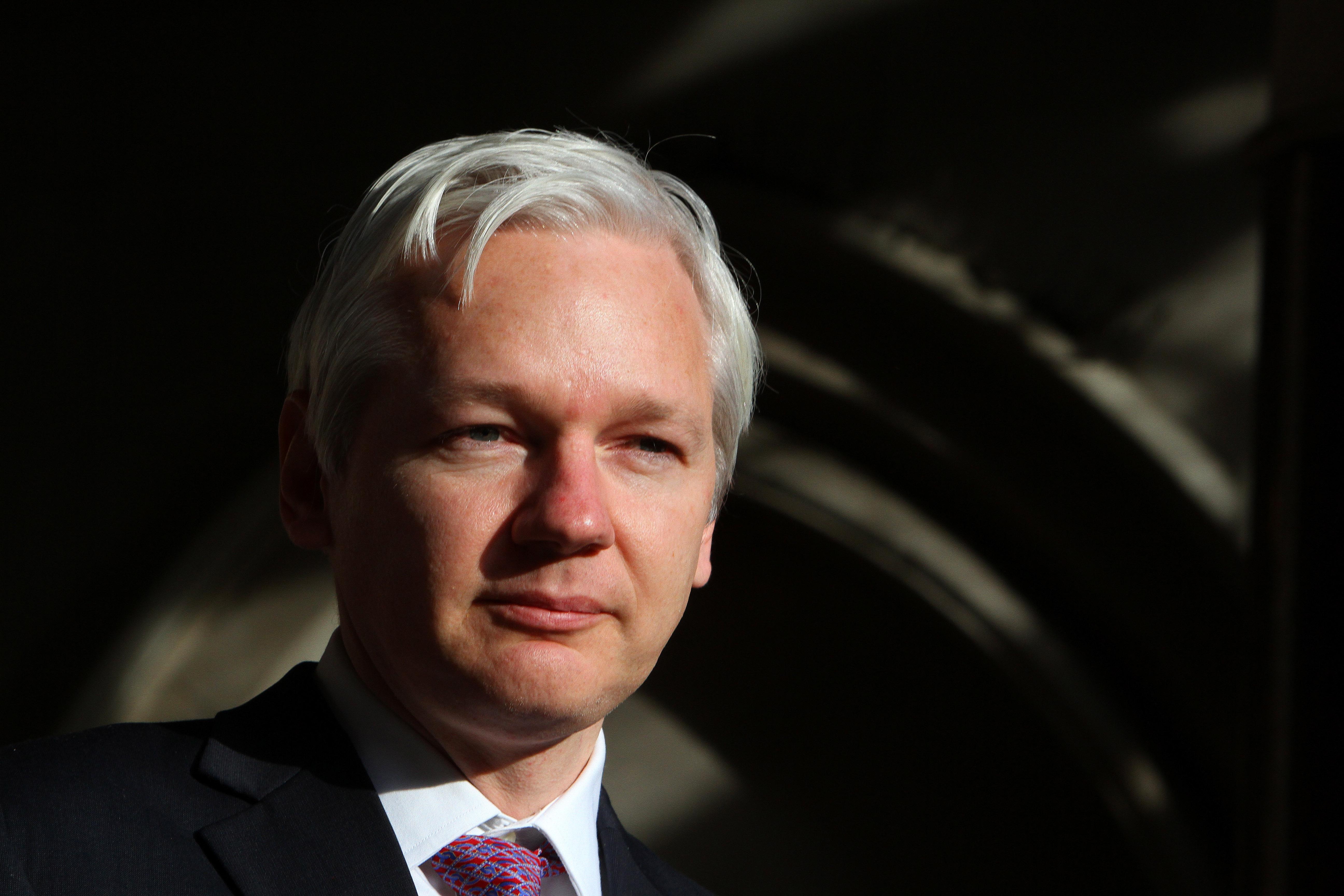 VIDEO Assange: Clinton-Stiftung und IS aus gleicher Quelle finanziert – Trumps Wahlsieg wird nicht zugelassen