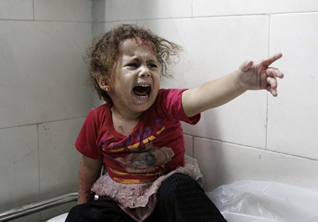 Palästinensisches Kind in einem Krankenhaus in Gaza Foto: MOHAMMED ABED/Getty Images