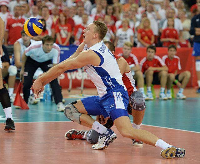 Alexey Spiridonov von Russland empfang den Ball aus Polen während des Volleyball WM-Spiels Russland gegen Polen am 18.09.2014.