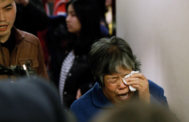 Malaysia Airlines MH370 gefunden? Nein! Stattdessen schikanieren chinesische Beamte die Angehörigen der Opfer