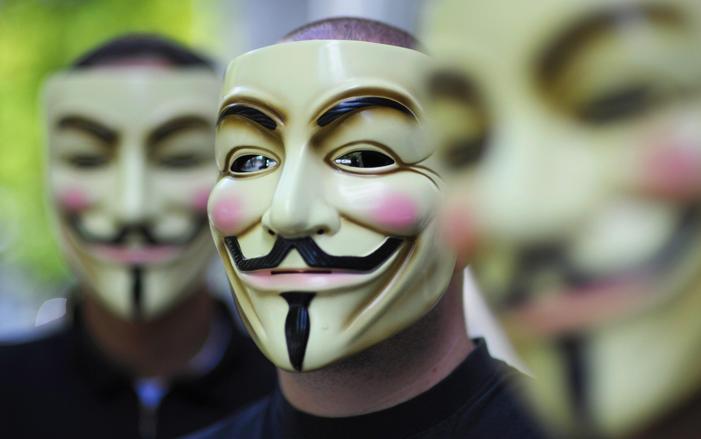 """Anonymous: """"ISIS sind Gangster und Mörder, ähnlich wie der Ku-Klux-Klan"""" (+Video)"""