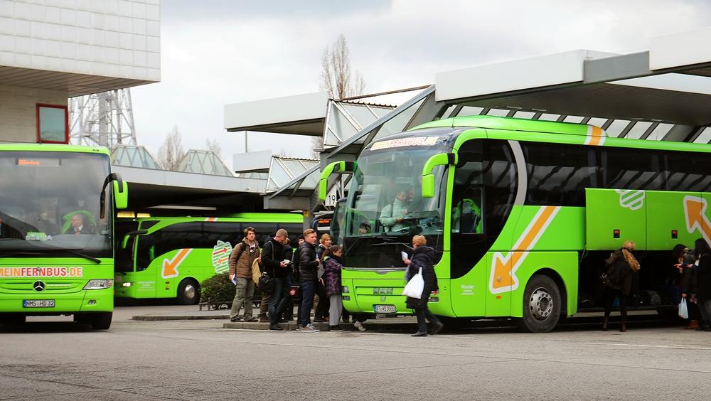 Lokführer drohen mit längeren Streiks, Hier gibt´s Fernbusse und Alternativen zur Bahn!