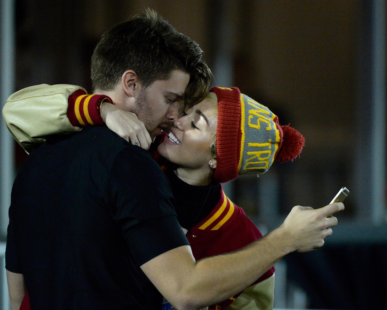 Miley Cyrus und Patrick Schwarzenegger verlobt?
