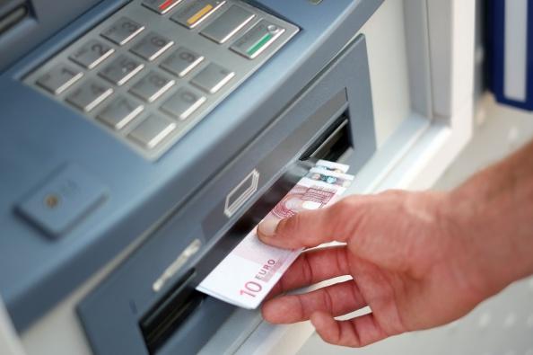 300 Geldinstitute erheben bereits Strafzinsen von Kunden