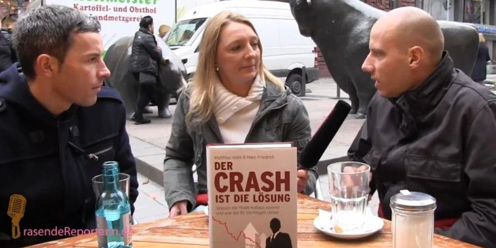 Strafzinsen, Geld, Gier und Neid – Die Crash-Autoren Weik und Friedrich legen (fröhlich) den Finger in die Wunde + VIDEO