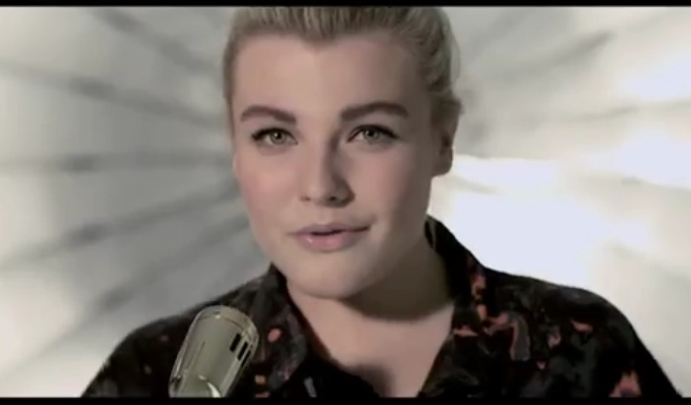 """Voice of Germany Charley Ann Schmutzler stürmt mit """"Blue Heart"""" auf iTunes und Amazon auf Platz 1 (Blue Heart – Video)"""