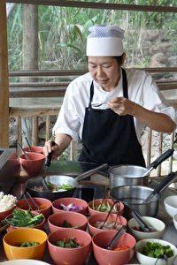 Kochlehrerin Anna im Soneva Kiri Resort