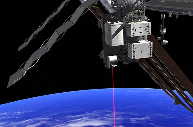 UFO Sichtung – Rote Leucht-Kugel mit Laserstrahl nahe der ISS: UFO oder Kommunikationssystem?