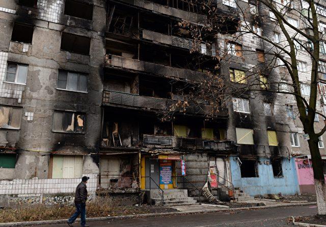 Ein zerbombtes Haus in der Stadt Shakhtarsk im Osten der Ukraine Foto: VASILY MAXIMOV/Getty Images