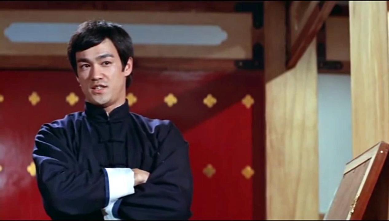 Bruce Lee besiegt dich beim Tischtennis mit Chakos