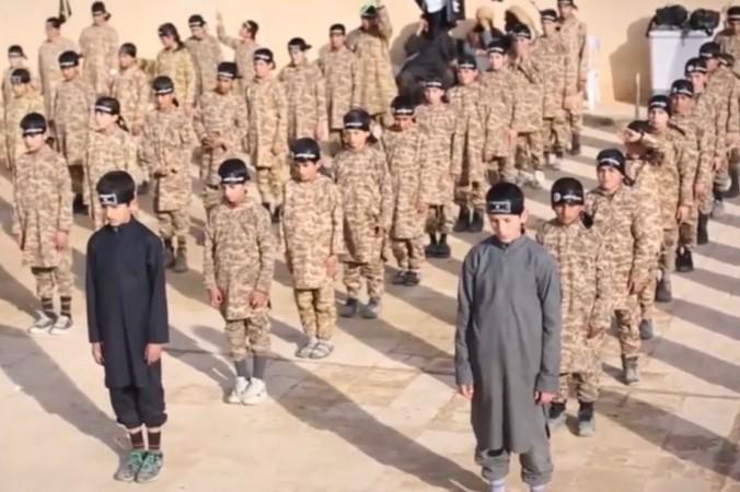 ISIS-Kindersoldaten Video zeigt 10-jährige beim Training