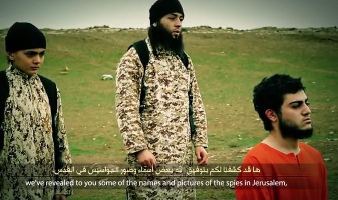 """Neues Hinrichtungs-Video: ISIS-Kindersoldat erschießt """"Mossad-Spion"""""""