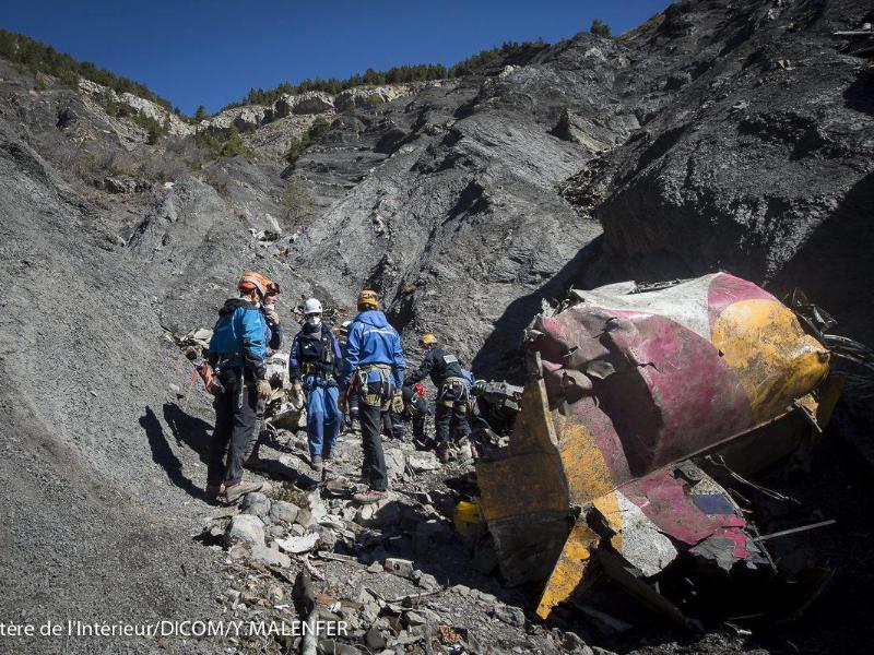 Angehörige der Germanwings-Opfer trauern in den Alpen