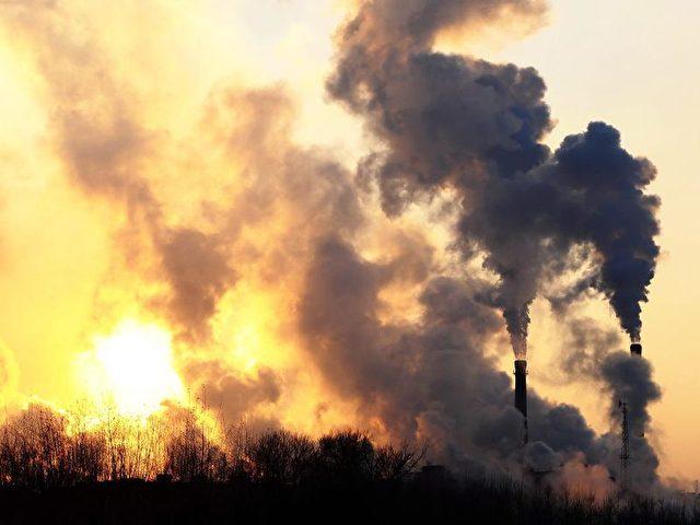 CO2 ist unsichtbar. Das, was man als Rauch sehen kann, sind andere Partikel und Stoffe. Foto: Bei Feng/Archiv/dpa