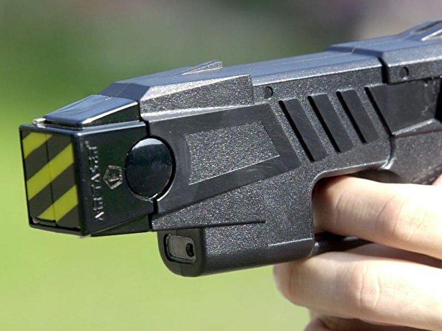 Elektroschocker (Taser) ähneln Schusswaffen nur bedingt. Foto:Peter Endig/Archiv- und Symbolbild/dpa