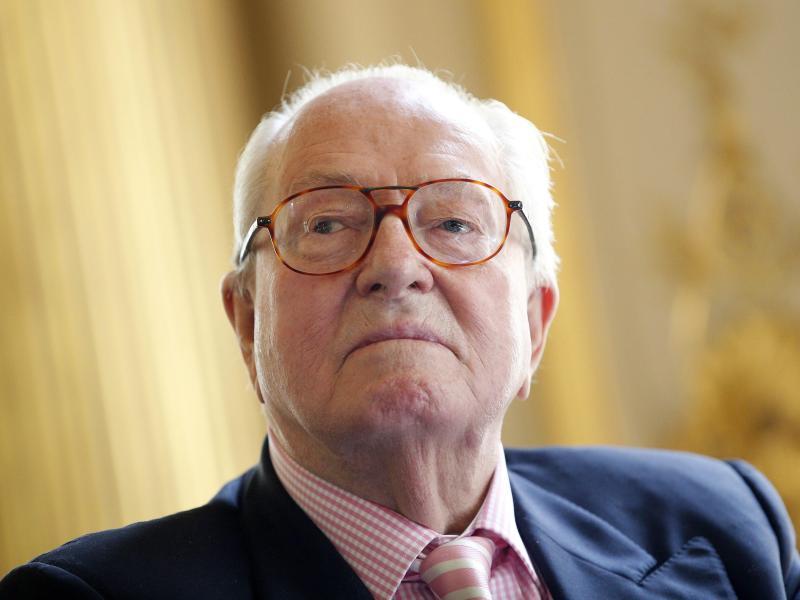 Le Pen senoir knickt im Machtstreit der Front National ein