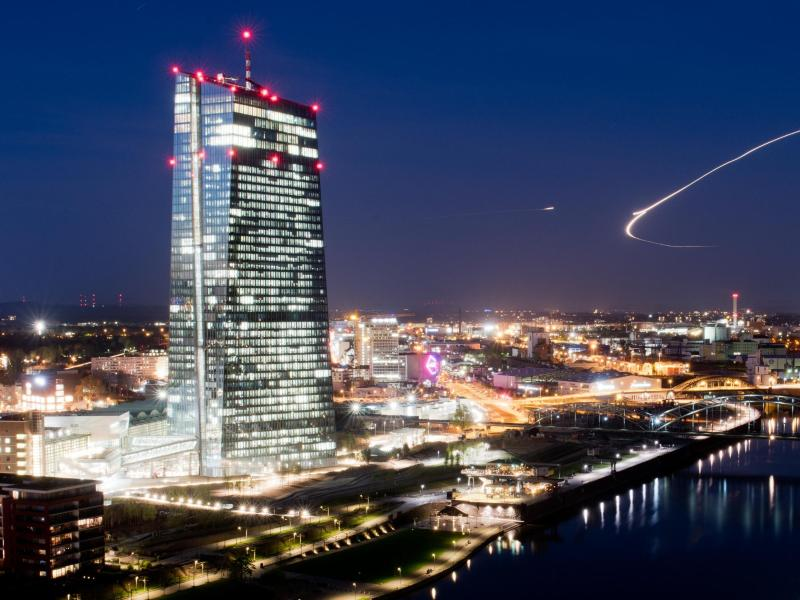 Euro vor EZB-Entscheidungen über 1,06 Dollar