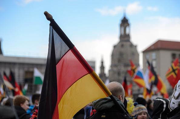 """Dresdens Bürgermeister will Maßnahmen gegen den """"Imageschaden"""" durch Pegida ergreifen: die Bevölkerung, speziell Taxifahrer, sollten zum Englisch Lernen angehalten werden ... Foto: Jens Schlueter / Getty Images News"""