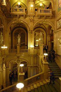 Wien: Treppenaufgang im Kunsthistorischen Museum