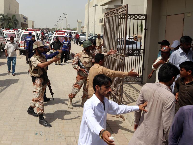 Mehr als 40 Tote und 60 Verletzte bei Bus-Überfall in Pakistan
