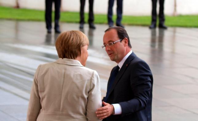 Anschlag in Frankreich: Merkel kondoliert Hollande