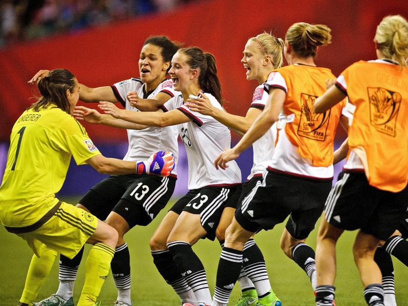 Erleichterung nach Elferkrimi: DFB-Frauen nun gegen USA