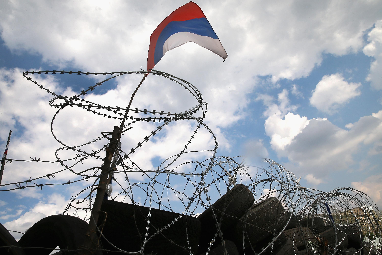 Flughafen von Lugansk: Bürgerwehr findet US-Waffenlager