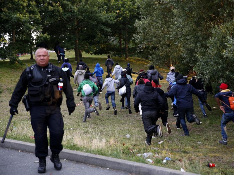 Calais macht hilflos: Camerons Angstthema Migration