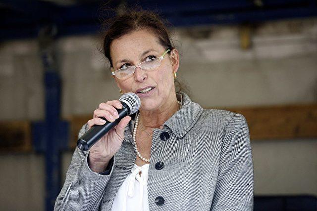 "Gegen das ""Asyl-Chaos"": Tatjana Festerling stellte heute ""zehn Forderungen an die deutsche Asylpolitik"". Foto: JENS SCHLUETER / AFP / Getty Images"