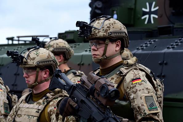 EU-Staaten fordern EU-Armee: Migranten-Problem mit Militär-Gewalt lösen