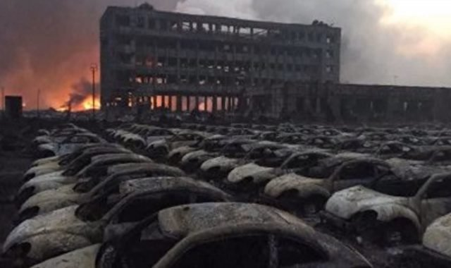 Gespenstisch: Das Bild der ausgebrannten Neuwagen gingen um die Welt. Nicht jedoch die Vorher-Nachher-Fotos der Wohnhäuser ...