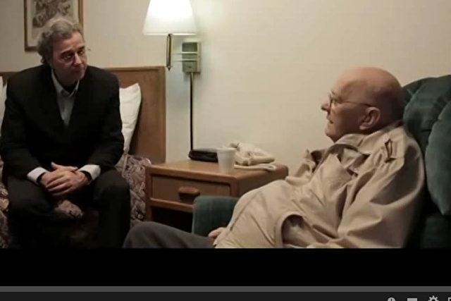 Journalist Richard Dolan führte das Interview mit dem 77-jährigen Ex-CIA an einem geheimen Ort in den USA. Foto: Screenshot Youtube
