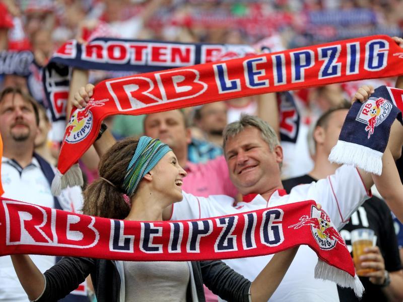 Kiez-Club St. Pauli fordert Leipziger Millionarios
