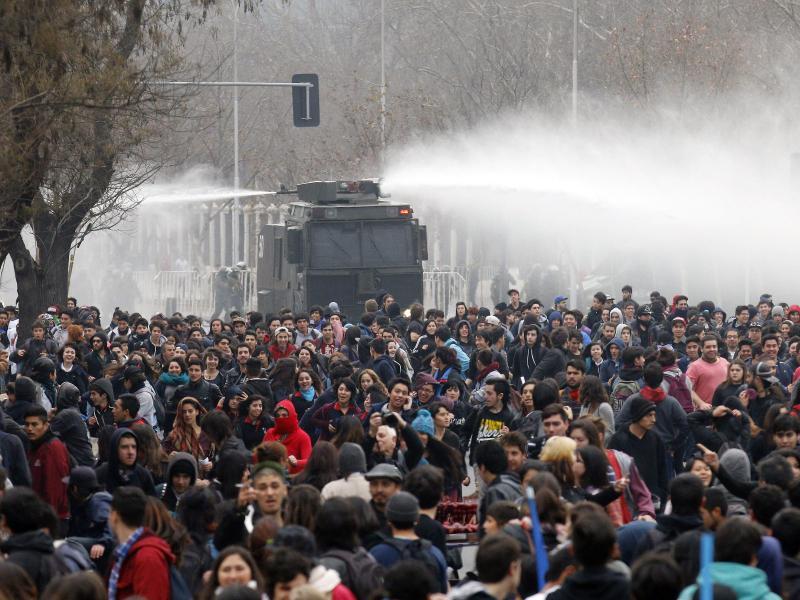 Studiengebühren abzuschaffen: 80.000 Teilnehmer bei Studentenprotesten in Chile