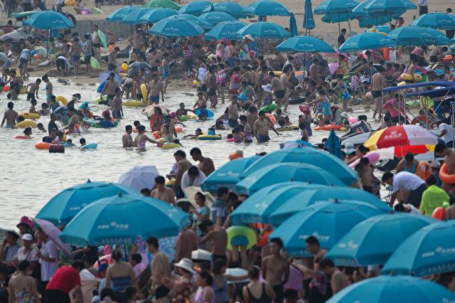 Sonnenbräune nicht erwünscht am Srand in China.