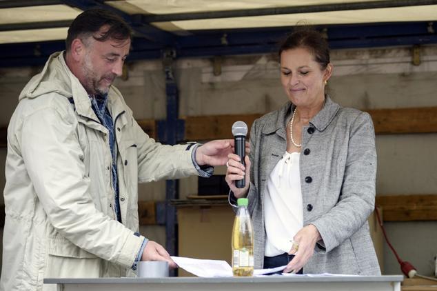 """Pegida in Dresden wird nicht aufgeben: Sollte ein Demonstrationsverbot ergehen, wollen Lutz Bachmann und Tatjana Festerling """"immer Montags hier auf dem Platz eine rauchen"""". Foto: JENS SCHLUETER / AFP / Getty Images"""