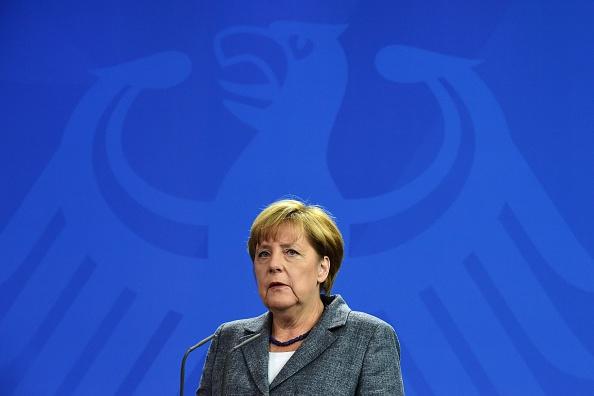 114.000 Unterschriften fordern Merkels Rücktritt und Neuwahlen