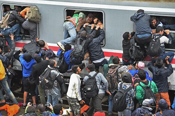 Was treibt sie, wer benutzt sie? Flüchtlinge in Tovarnig, Kroatien, am 20. September, auf dem Weg nach Zagreb.  Seit Mittwoch kamen etwa 20.000 Migranten.  Foto: Jeff J Mitchell/Getty Images