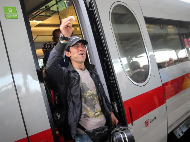 Bahn räumt regulären ICEnach Berlin für Flüchtlinge