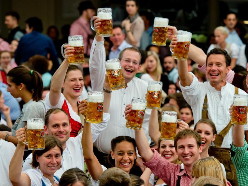 Bier über alle Maßen – Massen strömen zum Oktoberfest