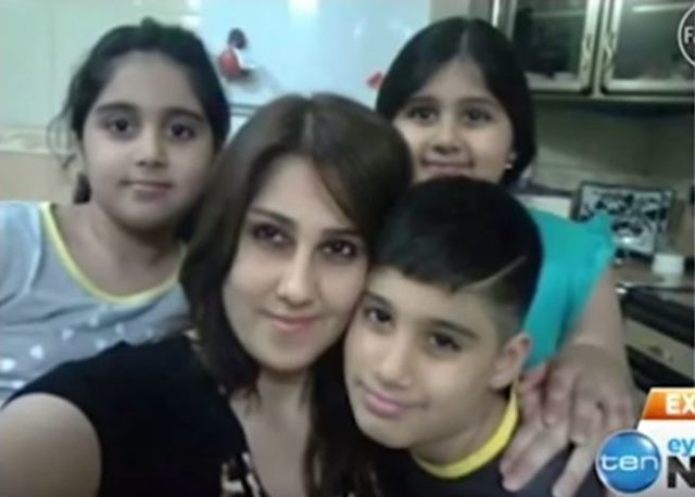 Zaynab Abbas mit ihren drei Kindern