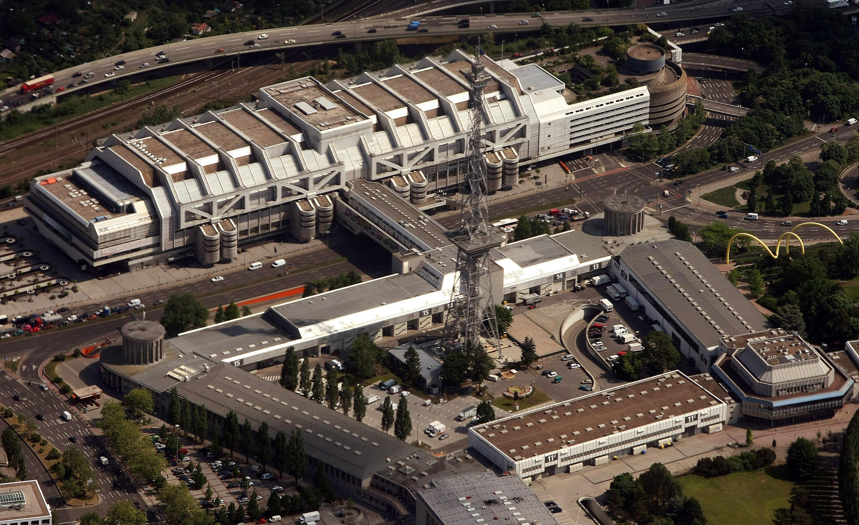 Messe in Berlin und Dresdner Flughafen  werden zu Asylheimen