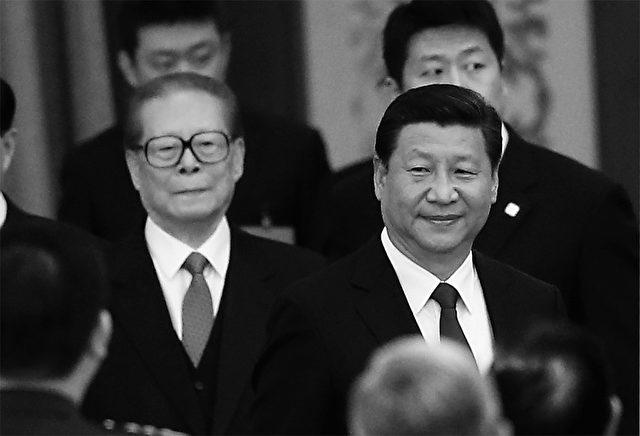 Er ist schon umzingelt: Ex-Staatschef Jiang Zemin (Mitte) soll von Xi Jinping (re.) bereits schachmatt gesetzt worden sein, doch seine öffentliche Verhaftung wäre das beste für China und die Welt. Foto: Feng Li/Getty Images