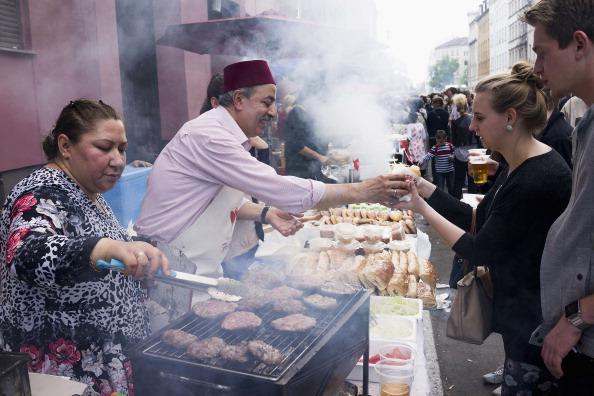 Multikulti war mal bunt und friedlich. Wie es von Fundamentalisten zerstört wird, erzählt hier der libanesisch-stämmige Regisseur Imad Karim. (Kreuzberg 2014) Foto: Carsten Koall/Getty Images