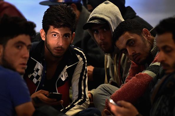 Migranten warten am ungarischen Keleti-Bahnhof auf einen Zug nach Österreich, 14.09.2015 Foto: Jeff J Mitchell/Getty Image