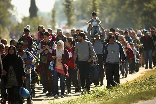 Migranten in Ungarn auf dem Weg nach Österreich (22.September). Foto: Christopher Furlong / Getty Images