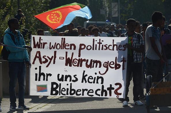 Flüchtlinge fordern Bleiberecht Foto: PETER ENDIG/Getty Images