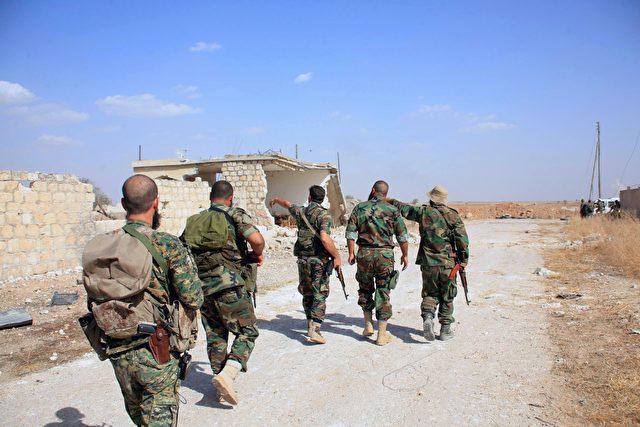 Syrians Militär in der Nähe des Militärflughafen von Kweyris in der Ostprovinz von Aleppo am 16. Oktober 2015. Foto: GEORGE OURFALIAN/AFP/Getty Images