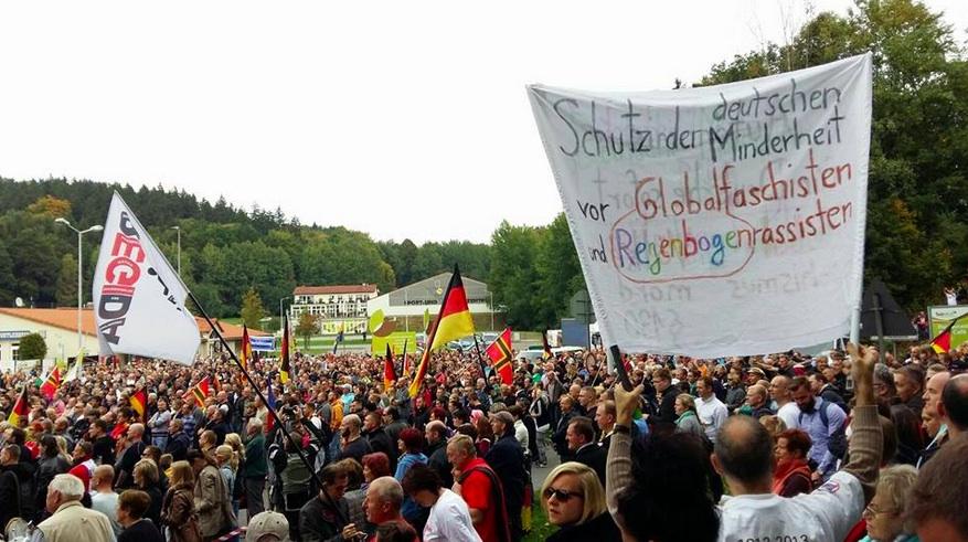 """Menschenkette """"Lebende Grenze"""" in Sebnitz im Live Ticker: 2500 Teilnehmer laut MDR"""