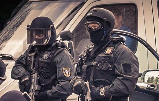 Halle/Saale: SEK-Einsatz, Sperrmüll-Schlacht und nächtliche Schlägerei am Markt